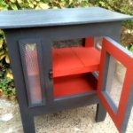 petits meubles repeint rouge et gris